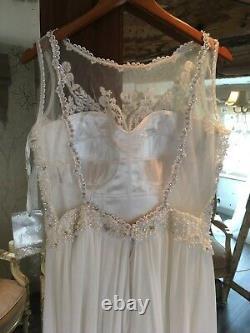 Enzoani Wedding dress. Maria Senvo. A line. Chiffon Skirt. Pearls. Vintage. BNWT