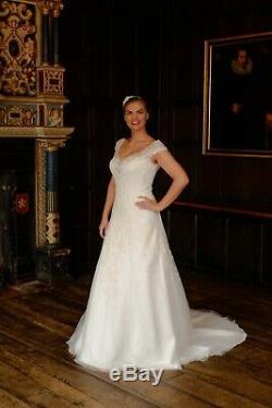 SALE Stunning Ivory Vintage Lace A Line Style Wedding Dress UK 16