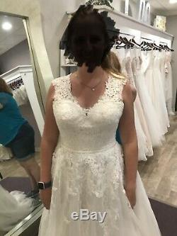 Stella York Wedding Dress Vintage Style A line STYLE 6760 ONLY WORN IN STORE