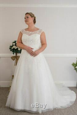 Stunning Ivory Vintage Boatneck Lace A Line Style Wedding Dress UK 12 16