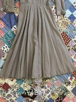 Vintage 1950s Larry Aldrich Grey Silk New Look Dress Textured Chevron A-Line VTG