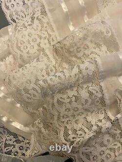 Vintage Bohemian Wedding Dress Lace Romantic Layered A-Line Train Bustle Size 00